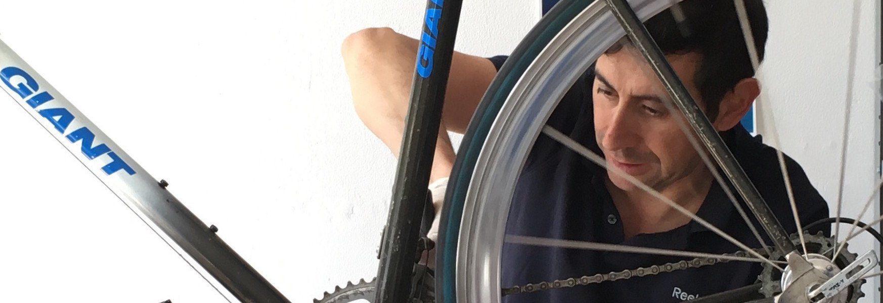 Riparazione bici Palermo  Riparazione bici a Palermo, se la tua bicicletta è danneggiata, arrugginita o ha bisogno di una messa a punto, chiamaci o vieni a trovarci, se hai bisogno verremo noi in loco a prenderla e una volta rimessa a nuovo te la riconsegneremo comodamente a casa[...]