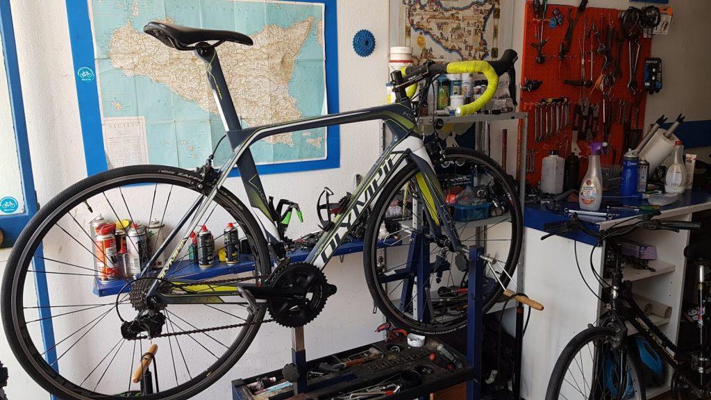 hire road bike by sicilia a ruota libera